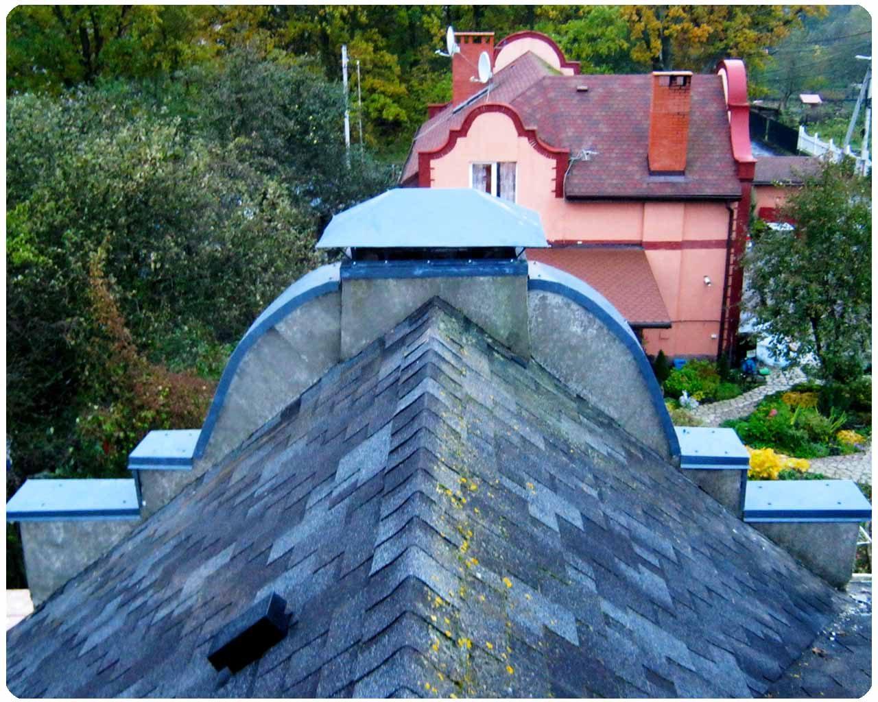 Окантовка стены металом, колпак на трубу дымохода, Частный дом