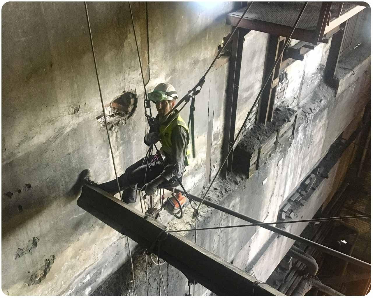 Демонтаж деревянных конструкций, в здании котельной