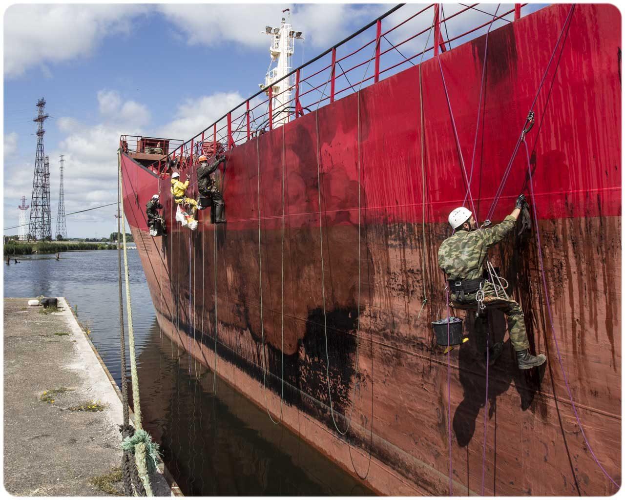 Очистка от мазута корабля Индиго